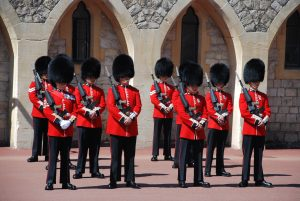 changing-of-the-guards-959470_1920(1)